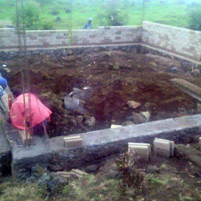 Women participate in construction of school