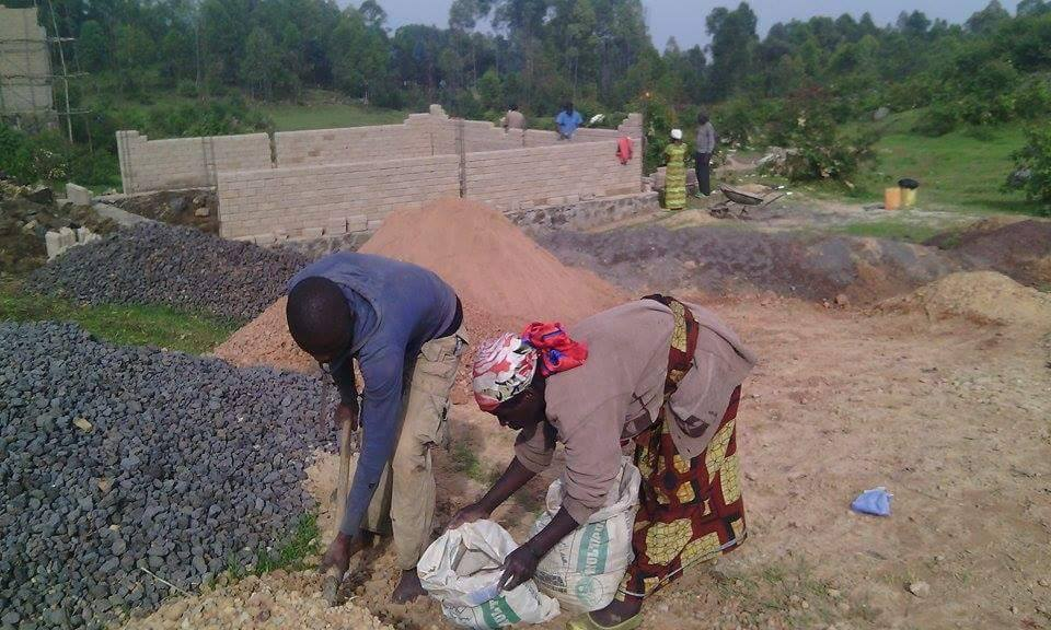 Women participate in construction of school